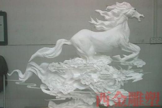 泡沫雕塑马