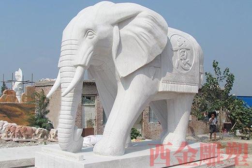 动物泡沫雕塑